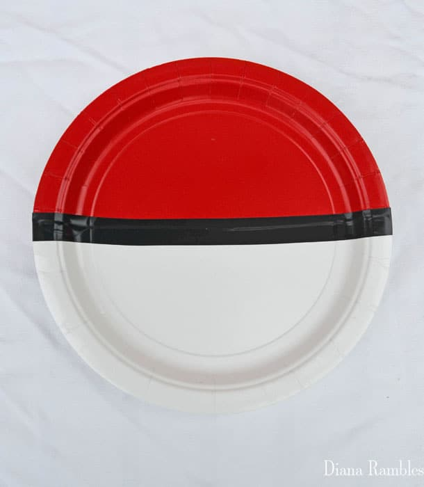 pokemon-ball-paper-plate