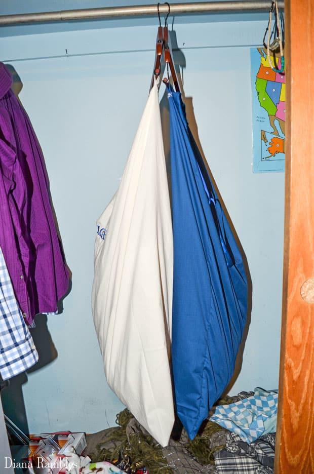 Diy Lights Amp Darks Hanging Laundry Bags Tutorial