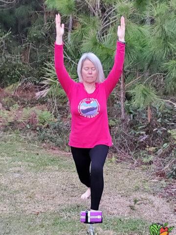 woman doing a travel workout outside
