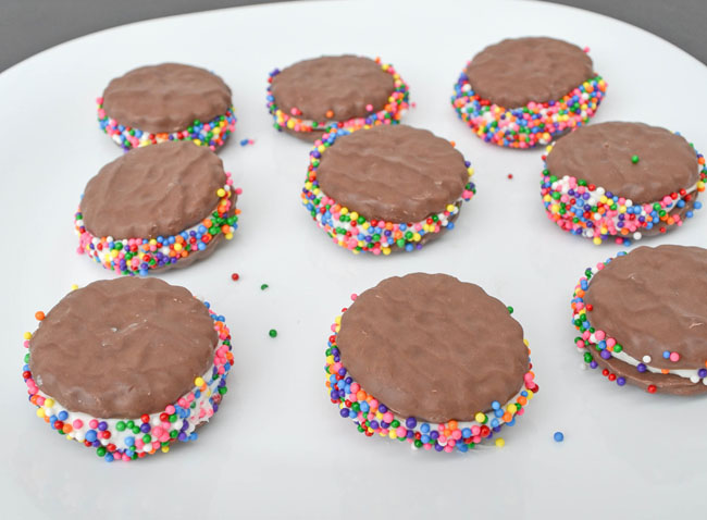 close up of Thin Mint Sandwich Cookies